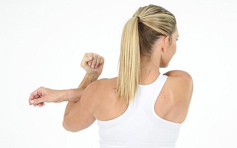 Esercizi Stretching per Schiena e Spalle | Corriere delle Dame