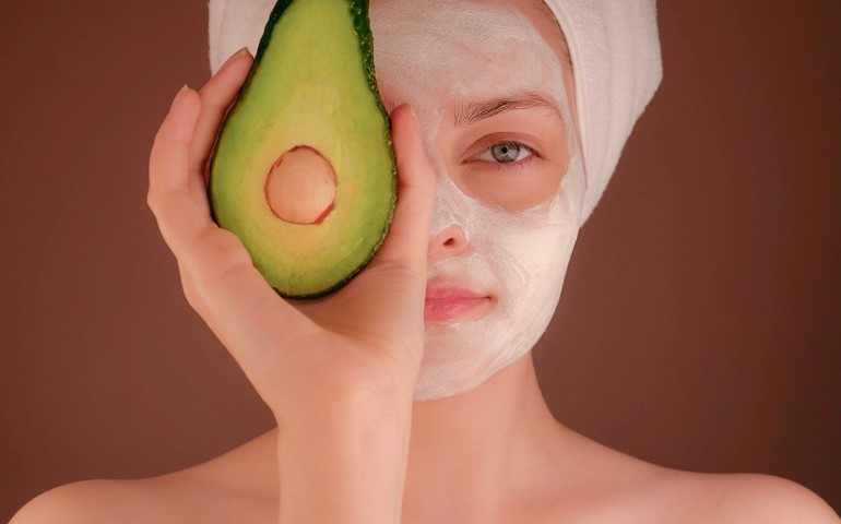 Maschera Viso Fai da Te Idratante: Ricette Naturali
